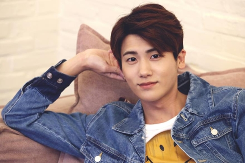 Singer-musician Park Hyung-sik poses for the camera during an interview with Yonhap News Agency on April 21, 2017, in southern Seoul. (Yonhap)