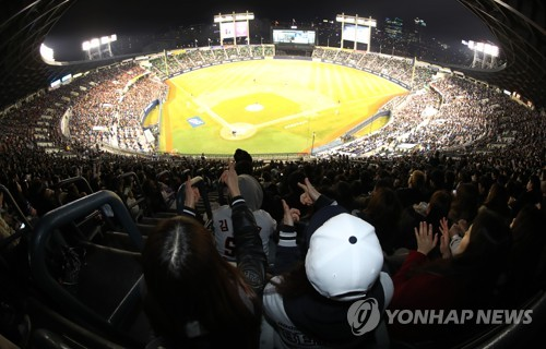In this file photo taken on March 31, 2017, fans attend the Korea Baseball Organization game between the host Doosan Bears and the Hanwha Eagles at Jamsil Stadium in Seoul. (Yonhap)