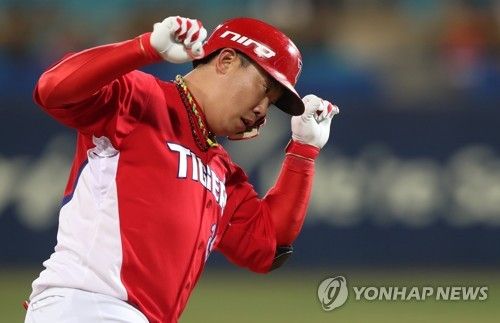In this file photo taken on March 31, 2017, Na Ji-wan of the Kia Tigers celebrates his solo home run against the Samsung Lions in their Korea Baseball Organization game at Daegu Samsung Lions Park in Daegu. (Yonhap)