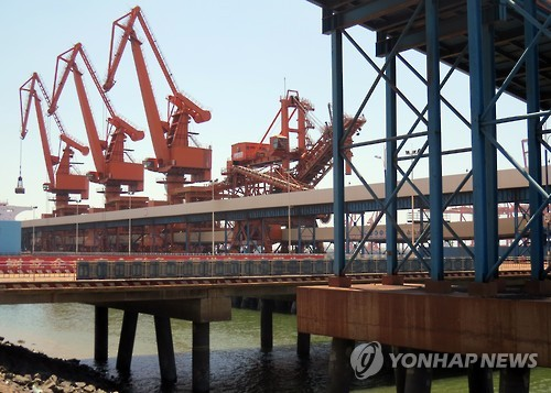 China's port of Dandong, a hub of China-North Korea trade. (Yonhap file photo)