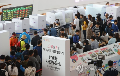 S. Korean conservative eyes upset in presidential vote