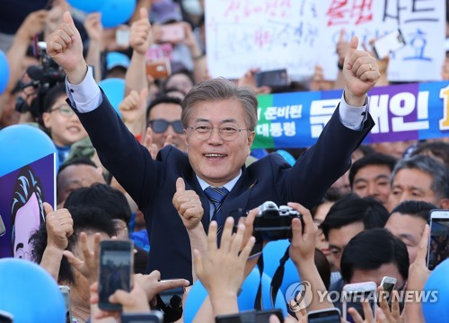 This photo, taken on May 7, 2017, shows Moon Jae-in, then presidential candidate of the liberal Democratic Party, on the stump in Gwangju, about 330 kilometers south of Seoul. (Yonhap)