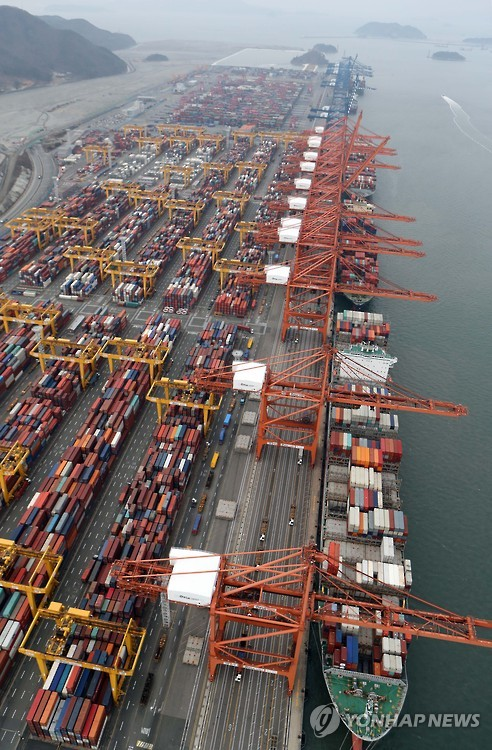 Containers are being loaded onto ships in the port of Busan in this undated file photo. (Yonhap)