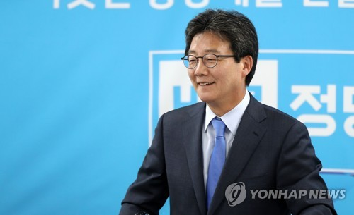 This photo, taken on May 7, 2017, shows Yoo Seong-min, the then-presidential candidate of the splinter conservative Bareun Party, speaking during a press conference in Daegu, 302 kilometers southeast of Seoul. (Yonhap)