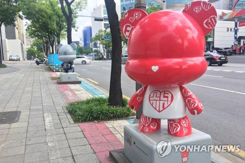 A Girls' Generation Gangnamdol Statue on K-Star Road in Apgujeong-dong, southern Seoul. (Yonhap)