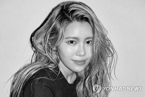"A publicity photo of singer Suran, who has recently released ""If I Get Drunk Today"" (Yonhap)"