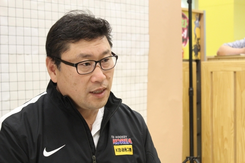 Jim Paek, head coach of the South Korean men's hockey team, speaks to Yonhap News Agency at the Jincheon National Training Center in Jincheon, North Chungcheong Province, on May 15, 2017. (Yonhap)