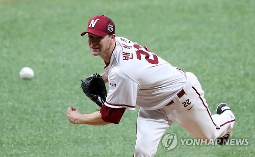 In this file photo taken on Oct. 14, 2016, Andy Van Hekken of the Nexen Heroes throws a pitch against the LG Twins in their Korea Baseball Organization postseason game at Gocheok Sky Dome in Seoul. (Yonhap)