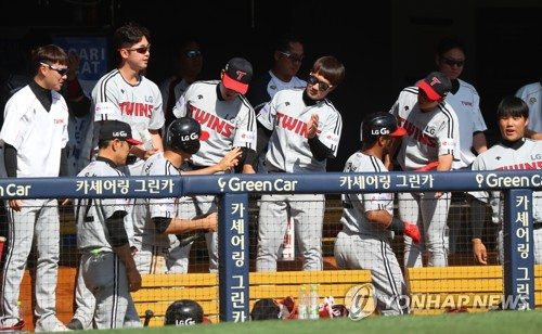 In this file photo taken on May 7, 2017, players of the LG Twins celebrate a run during their Korea Baseball Organization game against the Doosan Bears at Jamsil Stadium in Seoul. (Yonhap)