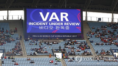 A giant electronic board at Jeonju World Cup Stadium displays a message that indicates video assistant referees reviewing the incident happened during a FIFA U-20 World Cup Group A match between Argentina and England in Jeonju, North Jeolla Province, on May 20, 2017. (Yonhap)