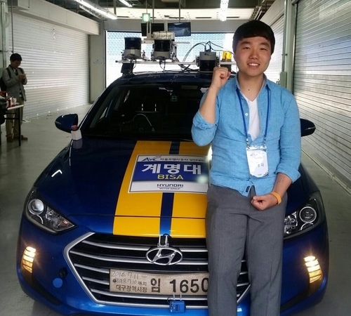 This photo, taken on May 26, 2017 shows Lee in-kyu, who led the Keimyung University team, posing for photographers after an autonomous car race in Inje Friday. (Yonhap)