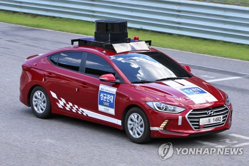 In this photo, taken on May 26, 2017, a participating car runs on the track during an autonomous car race held in Inje Friday. (Yonhap)