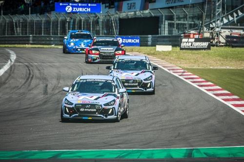 "In this photo taken during a 24-hour endurance race in Nurburgring, Hyundai's i30N hatchbacks run the ""Green Hell"" circuit. (Courtesy of Hyundai Motor) (Yonhap)"