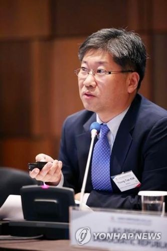 This photo, provided by the Ministry of Land, Infrastructure and Transport on June 1, 2017, shows Kim Young-tae, who was elected the secretary-general of the International Transport Forum at the OECD. (Yonhap)