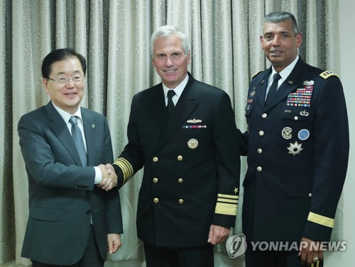 Chung Eui-yong (L), director of South Korea's presidential National Security Office, shakes hands with V. Adm. James Syring, director of the U.S. Missile Defense Agency, before their meeting in Seoul on June 5, 2017. (Photo courtesy of Cheong Wa Dae) (Yonhap)