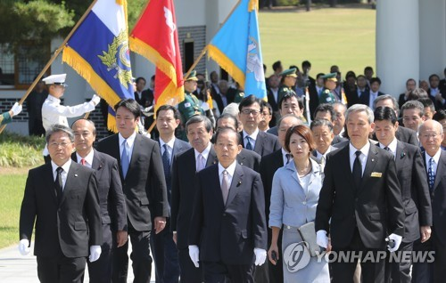 Toshihiro Nikai, special envoy for Japanese Prime Minister Shinzo Abe and other Japanese officials visit the Seoul National Cemetery