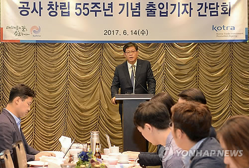 In this photo taken on June 14, 2017, KOTRA President & CEO Kim Jae-hong delivers a briefing on the trade agency's plan to boost exports at a press conference held in Seoul. (Yonhap)