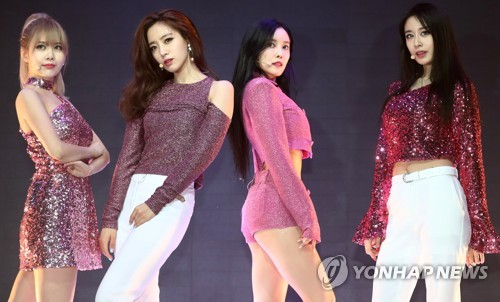 """South Korean girl group T-ara holds a media showcase for its 13th EP album """"What's My Name"""" on June 14, 2017, at Shinhan FAN Square in northwestern Seoul. (Yonhap)"""