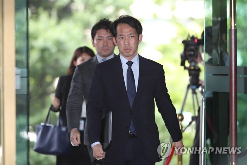 Katsuro Kitagawa, a minister for political affairs at the Japanese embassy, enters the Ministry of Foreign Affairs building in Seoul on June 21, 2017. (Yonhap)