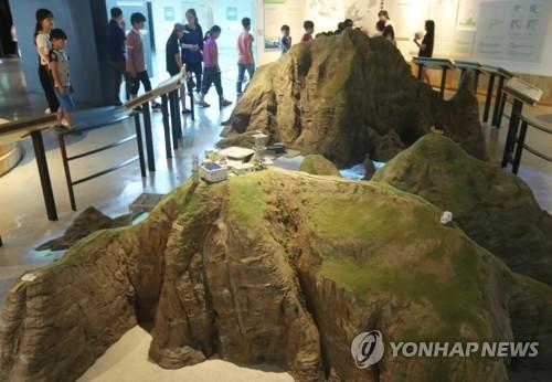 Children visit Dokdo Museum in Seoul on June 21, 2017. (Yonhap)