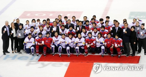 In this file photo, taken on April 7, 2017, players from both South Korea and North Korea pose for group pictures after their game at the International Ice Hockey Federation Women's World Championship Division II Group A tournament at Gangneung Ice Arena in Gangneung, Gangwon Province. (Yonhap)