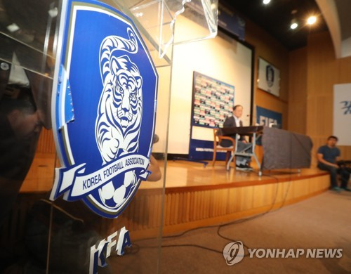 The Korea Football Association's emblem is displayed at a press conference for the KFA technical committee meeting at the National Football Center in Paju, Gyeonggi Province, on July 4, 2017. (Yonhap)