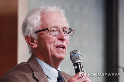 """Siegfried Hecker, a professor at Stanford University, speaks during the international seminar on North Korea's nuclear issues, titled """"20 Years of the North Korean Nuclear Quagmire,"""" organized by the Institue of Korean Studies in Seoul on June 27, 2017. (Yonhap)"""