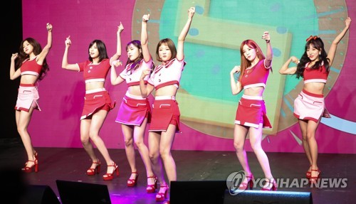 """In this file photo, K-pop girl group Apink performs on stage at a media showcase for its latest EP album """"Pink UP"""" on June 26, 2017, at the Shinhan FAN Square hall in western Seoul. (Yonhap)"""