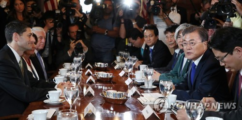 South Korean President Moon Jae-in (second from R) speaks in a meeting with leaders of the U.S. House of Representatives, including House Speaker Paul Ryan (L), at the U.S. congressional building in Washington on June 29, 2017. (Yonhap)