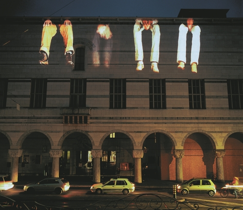 The image provided by Krzysztof Wodiczko and the National Museum of Modern and Contemporary Art (MMCA) on July 4, 2017, shows a scene from the projection about illegal immigrants on Kunstmuseum, Basel in 2006. (Yonhap)