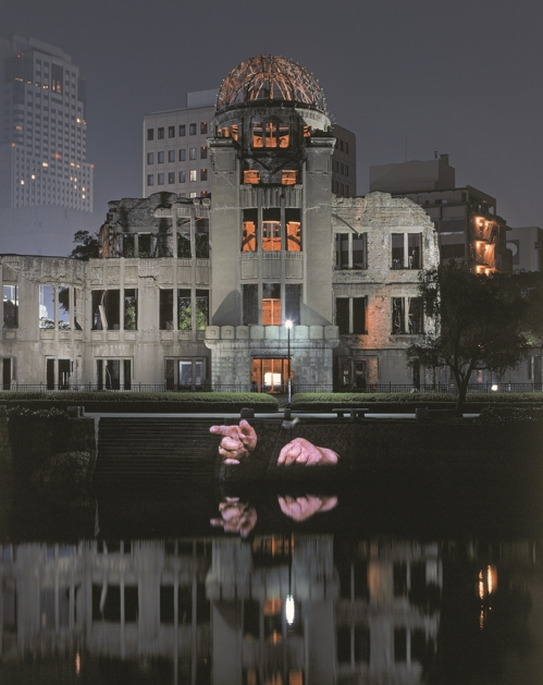 "The image provided by Krzysztof Wodiczko the National Museum of Modern and Contemporary Art (MMCA) on July 4, 2017, shows the scene from ""Hiroshima Projection"" in 1999 aimed at remembering the victims and survivors of the atomic bombing by the U.S. in the Japanese city in August 1945. (Yonhap)"
