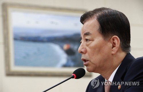 Defense Minister Han Min-koo speaks during a parliamentary session at the National Assembly in Seoul on July 5, 2017. (Yonhap)