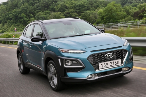 In this photo taken on July 11, 2017, and provided by Hyundai Motor Co., its compact SUV Kona runs the motorway near Seoul in a media test-drive event. (Yonhap)