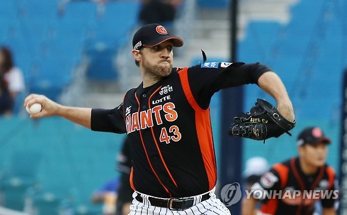 In this file photo taken on Aug. 27, 2016, Josh Lindblom of the Lotte Giants delivers a pitch against the Samsung Lions in their Korea Baseball Organization regular season game at Daegu Samsung Lions Park. (Yonhap)