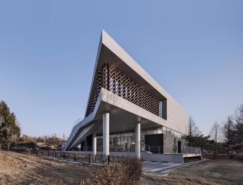 "This photo provided by SOftARchitectureLAB Co. shows the exterior of ""Mokyeonri: Kinetic Wood Museum"" at Incheon Grand Park in Incheon, west of Seoul. (Yonhap)"