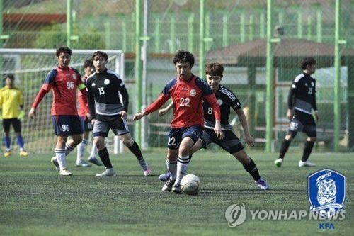 This photo provided by the Korea Football Association (KFA) on July 17, 2017, shows South Koreans playing a football match. (Yonhap)