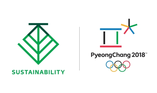 This image, provided by the organizing committee for the 2018 PyeongChang Winter Olympics on July 17, 2017, shows the PyeongChang 2018 Sustainability emblem (L) and PyeongChang 2018 Olympic emblem. (Yonhap)