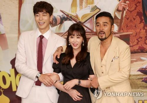"""Main cast of """"Man Who Dies to Live"""" poses for the camera during a press conference on July 17, 2017, at MBC TV's headquarters in northwestern Seoul. (Yonhap)"""