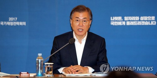 This photo, taken on July 20, 2017, shows President Moon Jae-in speaking during a conference on national financial strategy at the presidential office Cheong Wa Dae in Seoul. (Yonhap)