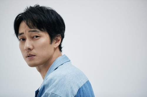 """Actor So Ji-sub, star of upcoming South Korean blockbuster movie """"The Battleship Island,"""" poses for the camera in a photo provided by the 51K Company. (Yonhap)"""