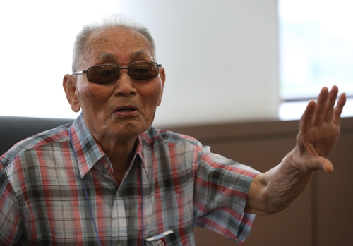 Choi Jang-seop speaks about his forced labor on Japan's Hashima Island during an interview with Yonhap News Agency in Seoul on July 27, 2017. (Yonhap)