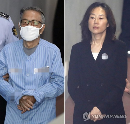 This combined photo shows former chief of staff Kim Ki-choon (L) and ex-Culture Minister Cho Yoon-sun entering the Seoul Central District Court in southern Seoul on July 27, 2017, to hear their sentencing. (Yonhap)