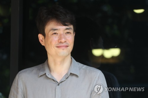Director Ryoo Seung-wan poses for the camera before his interview with Yonhap News Agency at a cafe in Seoul on Aug. 1, 2017. (Yonhap)