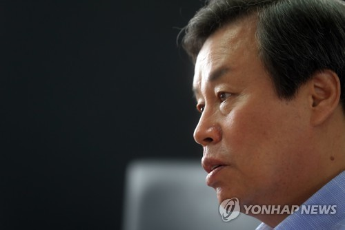 Do Jong-whan, minister of culture, sports and tourism, speaks during an interview with Yonhap News Agency in Seoul on Aug. 4, 2017. (Yonhap)