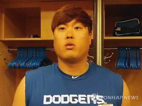 Ryu Hyun-jin of the Los Angeles Dodgers speaks to reporters after his win against the New York Mets at Citi Field in New York on Aug. 6, 2017. (Yonhap)