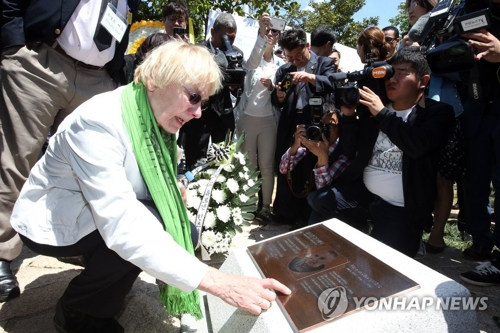 """This file photo shows Edeltraut Brahmstaedt, wife of late German journalist Jurgen Hinzpeter whose real-life story """"A Taxi Driver"""" is based on. (Yonhap)"""