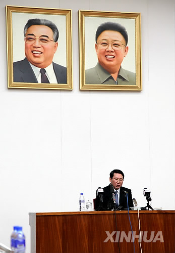 This photo by Xinhua News Agency shows missionary Kim Jung-wook holding a news conference in North Korea on Feb. 27, 2014. (Yonhap)
