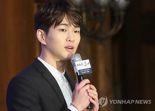 "In this file photo taken on Feb. 22, 2016, Onew, a member of the K-pop boy band SHINee, speaks at a press conference prior to the premiere of the KBS series, ""Descendants of the Sun,"" in Seoul. (Yonhap)"