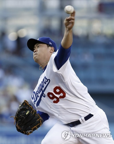 In this Associated Press photo, Ryu Hyun-jin of the Los Angeles Dodgers throws a pitch against the San Diego Padres at Dodger Stadium on Aug. 12, 2017. (Yonhap)