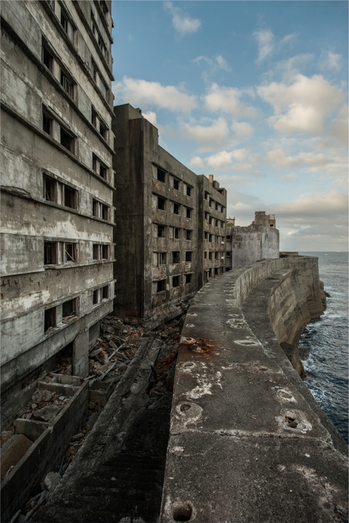 The ruins of former living quarters for Korean laborers look out over the sea from Hashima Island in this photo taken by South Korean photographer Lee Jae-gab in July 2008. According to survivors, during rough weather, high waves would splash into the rooms in the lower stories of these buildings. This photo was provided by Lee. (Yonhap)